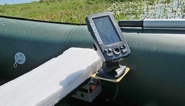 Крепление эхолота на лодку ПВХ.jpg