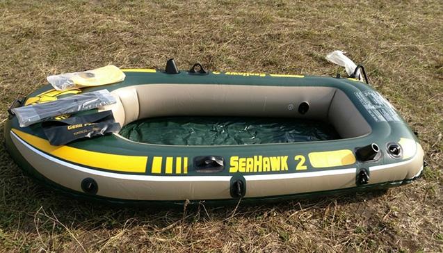 Надувная лодка Intex Seahawk-200 Set.jpg
